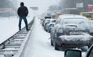 Из-за снегопада на дорогах Кубани в пробках застряло около 1 000 автомобилей