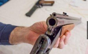 В Краснодаре двое выпивших мужчин стреляли с балкона многоквартирного дома