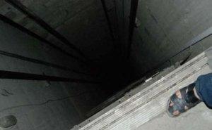 Власти Краснодара прокомментировали открытую шахту лифта, в которую едва не упал ребёнок