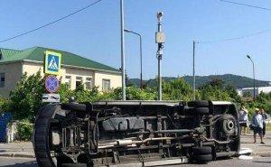 От столкновения двух пассажирских автобусов в Сочи пострадало 26 человек