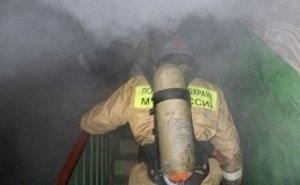 Из-за захламлённого подъезда пожарные в Краснодаре не смогли пробраться к огню