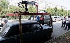 В Краснодаре очищают выделенные полосы от припаркованного транспорта