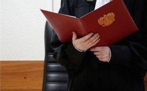 «Без мата комментировать не могу»: в Сети обсуждают судью, читавшую приговор подсудимой, которая была без сознания