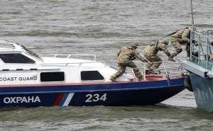 Водные объекты Кубани патрулируют пограничники и спасатели