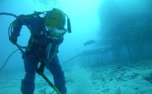 Два в одном: водолазы обследуют дно Чёрного моря и тренируются спасать людей