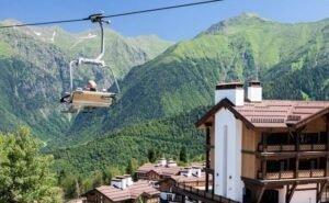 Красная Поляна продлила действие зимних ски-пассов до августа