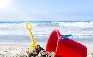 На пляже в вырытой детьми яме погиб мальчик
