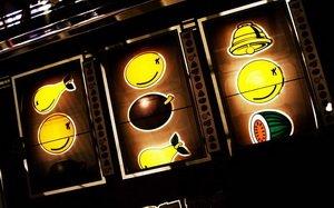 Увлекательная игра в слоты в казино Мопс