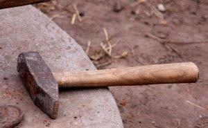 В Краснодаре женщина с молотком напала на 8-летнего ребёнка