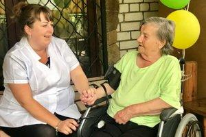 Частный дом престарелых - место постоянной заботы?