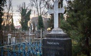 В Краснодаре на кладбище закопали 50 млн рублей