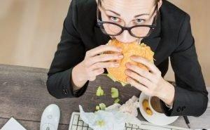 До 70% работающих кубанцев не успевают полноценно пообедать