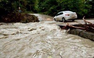 В Сочи во время потопа погиб полицейский с женой. Ребёнка найти не могут