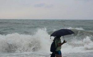 Покидать из-за стихии курорты Краснодарского края туристы не планируют
