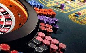 Игра в слоты в казино Фараон